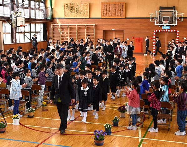 村上小学校入学式01